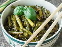 Чесночные стрелки по-корейски - рецепты на зиму, с морковью, мясом, овощами