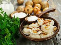 Домашние вареники с картошкой, грибами и жареным луком - рецепт