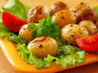 Как запечь молодой картофель в кожуре - рецепт в духовке целиком и дольками