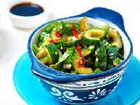 Битые огурцы по-китайски - рецепт салата из ресторана с кешью