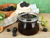 Ежевичное варенье-пятиминутка на зиму - рецепты с целыми ягодами