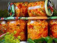 Кубанский салат с капустой на зиму - рецепты с огурцами, кабачками, баклажанами, без капусты