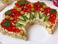 Салат Русская Красавица - рецепты с куриной грудкой, ветчиной, грибами, помидорами, классический