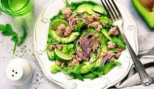 тунец с авокадо