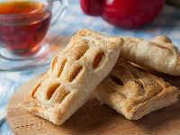 Слойки с яблоками из готового слоеного теста - пошаговый рецепт