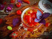 Помидоры с базиликом - лучшие рецепты на зиму (маринованные, соленые)
