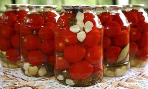 помидоры на зиму с ботвой