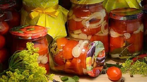 помидоры на зиму с луком