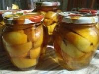 Яблоки в сиропе на зиму - рецепты целиком и дольками