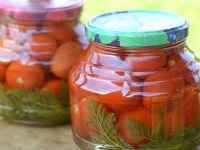 заготовка помидоров с морковной ботвой