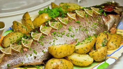 форель в духовке с картошкой