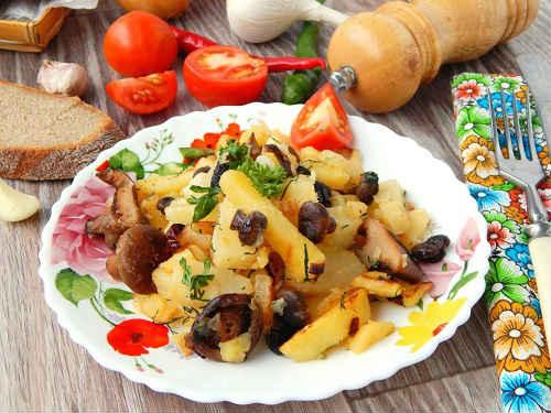 жареные рыжики с картошкой