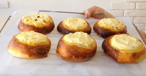 Дрожжевые ватрушки с мятной творожной начинкой - рецепт пошаговый с фото