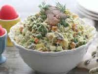 Салаты со скумбрией - рецепты из рыбы горячего, холодного копчения, соленой, консервированной