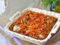 минтай запеченный с луком и морковкой