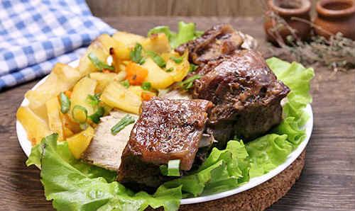 говяжьи ребра с картошкой