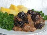 Свинина, запеченная с черносливом в духовке - лучшие рецепты