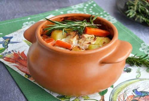 курица в горшочках с картошкой и грибами