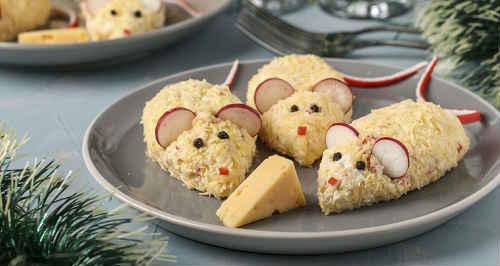 новогодний салат в виде мышки с консервами
