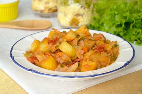 капуста тушеная с мясом и картошкой