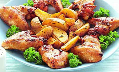 крылья жареные с картошкой