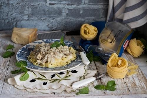 паста альфредо с курицей и грибами