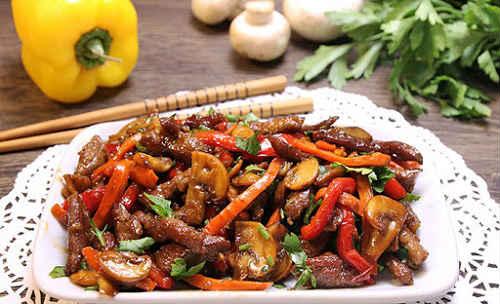 свинина с грибами и овощами
