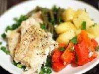 Судак в сметане, запеченный в духовке - рецепты приготовления с картошкой, сыром, овощами