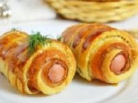 Сосиски в слоеном тесте - рецепты в духовке и на сковороде