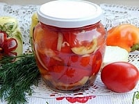 Помидоры в желатине на зиму - простые рецепты с луком, без стерилизации