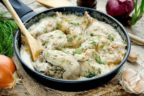 курица в сливочно-чесночном соусе