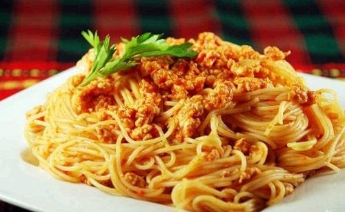 спагетти с фаршем и томатом