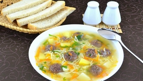 суп с фрикадельками и вермишелью с поджаркой