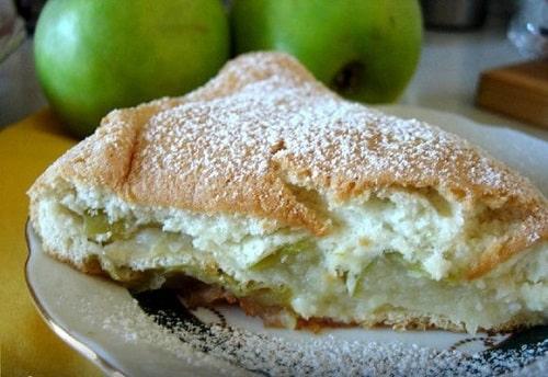 как испечь яблочную шарлотку на сметане