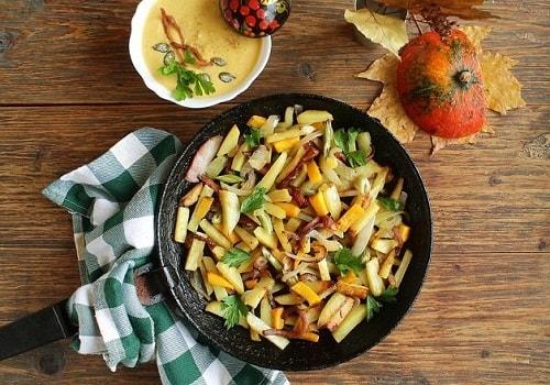 жареная на сковородке картошка