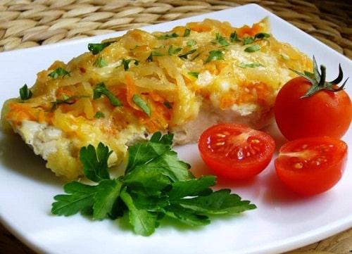 Минтай с овощами в духовке-min