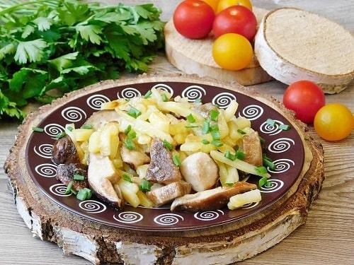 как приготовить белые грибы на сковороде-min