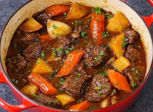 мясо тушеное с овощами-min