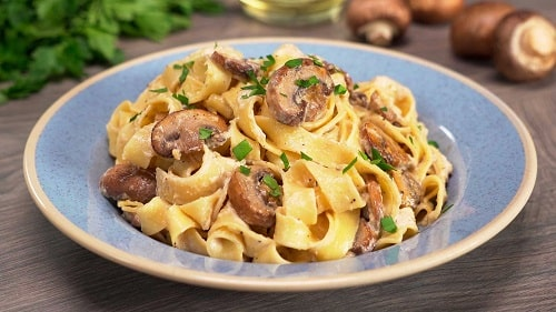 паста с грибами в сливочном соусе рецепт-min