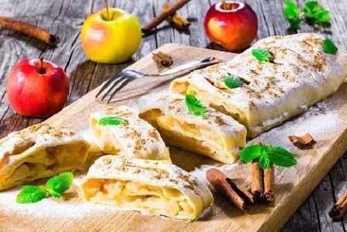 штрудель из лаваша с яблоками в духовке-min