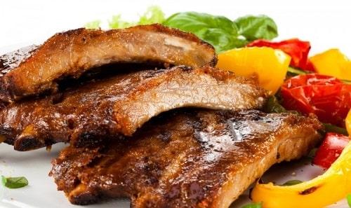 свиные ребрышки с овощами-min
