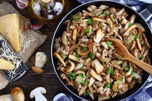 жареные белые грибы -min