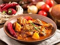 Гуляш из индейки с подливкой - рецепты с томатной пастой, сметаной