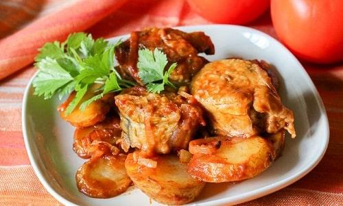 как приготовить скумбрию в томатном соусе-min