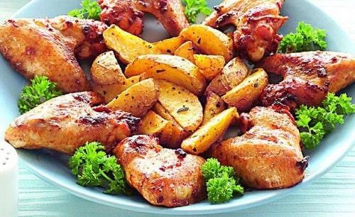 крылья индейки в духовке с картошкой
