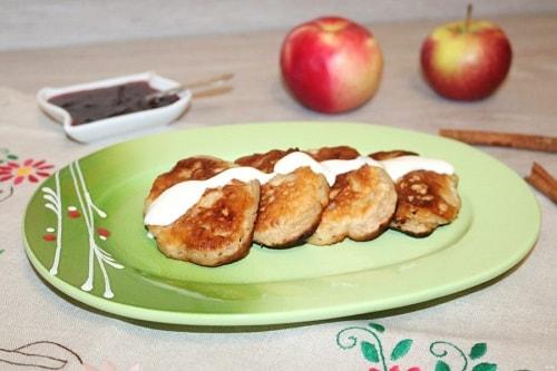 оладьи с яблоками на кефире рецепты-min