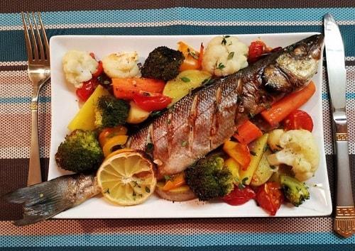 сибас, запеченный в духовке-min