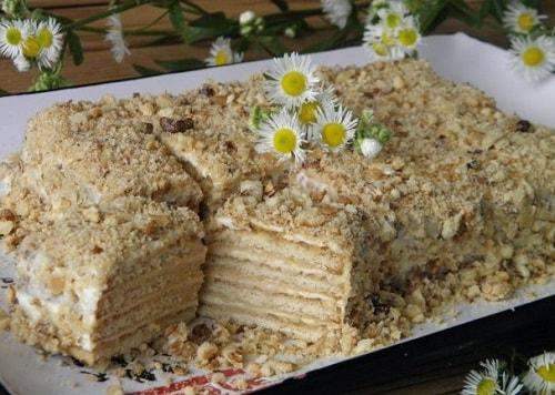 торт без выпечки из печенья со сметаной и сгущенкой