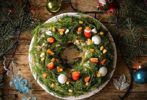 как оформить салат новогодний венок