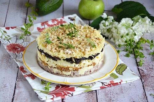 салат с курицей черносливом грецкими орехами